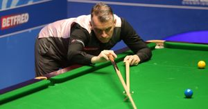 Mark Davis has been knocked out in the first round of the English Open