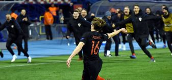 Tin Jedvaj celebrates