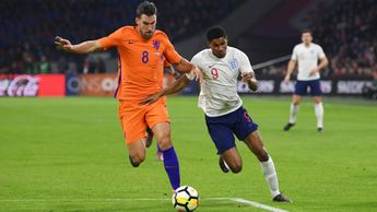 Kevin Strootman keeps track of Marcus Rashford