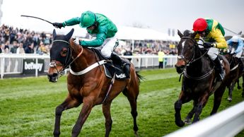 L'Ami Serge has the measure of Supasundae at Aintree