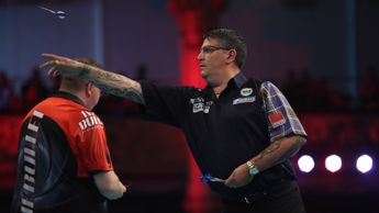 Gary Anderson in action at the World Matchplay (Picture: Lawrence Lustig/PDC)