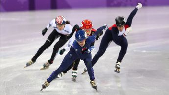 Elise Christie dominates her heat