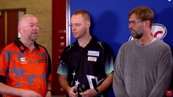 Jurgen Klopp faced Raymond van Barneveld in a game of darts (picture via Sky Sports)
