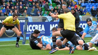 Cian Healy scores for Leinster