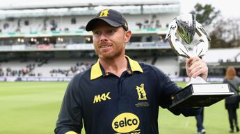 Ian Bell celebrates winning the Royal London One-Day Cup Final