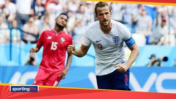 Harry Kane celebrates scoring his second penalty against Panama