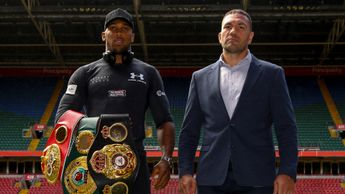 Anthony Joshua (l) and Kubrat Pulev meet on October 28
