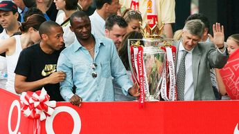 Left to right: Thierry Henry, Patrick Vieira and Arsene Wenger with the Premier League trophy in 2004