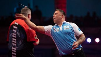 Gerwyn Price in action against Stephen Bunting (Picture: Lawrence Lustig/PDC)