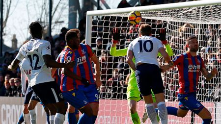Harry Kane heads Spurs to victory