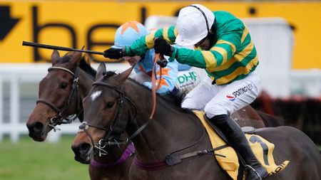 Defi Du Seuil and Un De Sceaux duel at Sandown