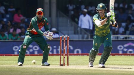Faf du Plessis top scored with 91