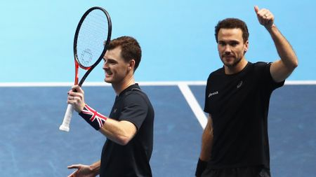 Jamie Murray (l) and Bruno Soares celebrate reaching the semis