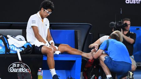 Chung Hyeon receives treatment