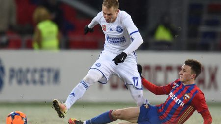 Aleksandr Golovin (r): Tough-tackling midfielder