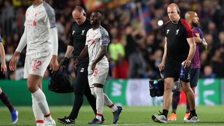 Naby Keita limps off against Barcelona