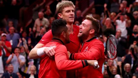 Team World celebrate Kevin Anderson's win
