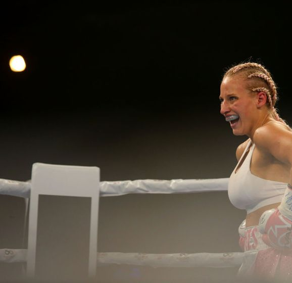 Ebanie Bridges Wants to be a Star - Boxing Action 24