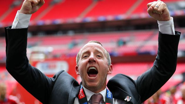 Lee Bowyer has signed a one-year contract extension with Charlton Ahtletic