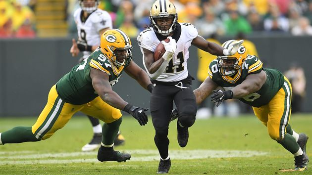 Alvin Kamara in action for the Saints against the Packers