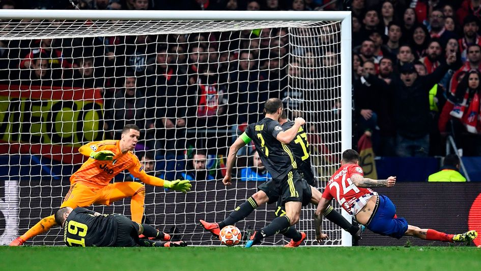 Jose Gimenez scores for Atletico Madrid against Juventus