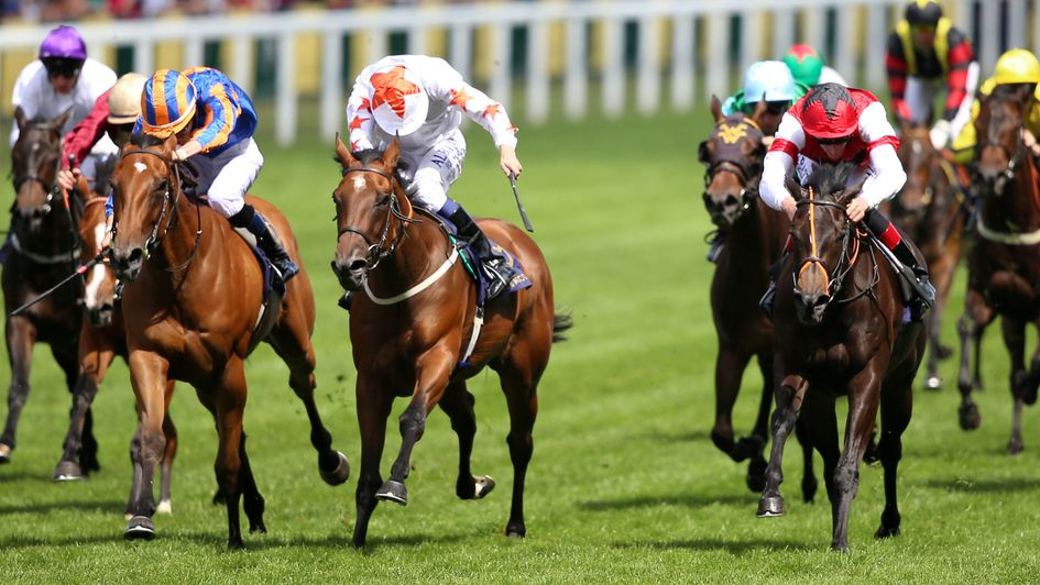 Signora Cabello (centre) battles to victory in the Queen Mary