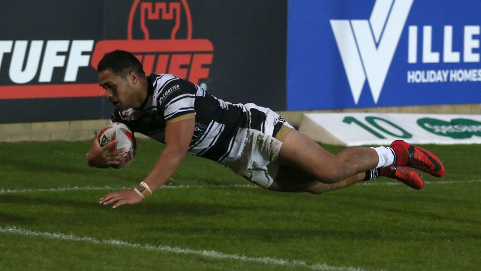 Bureta Faraimo scores Hull FC's seventh try against Featherstone