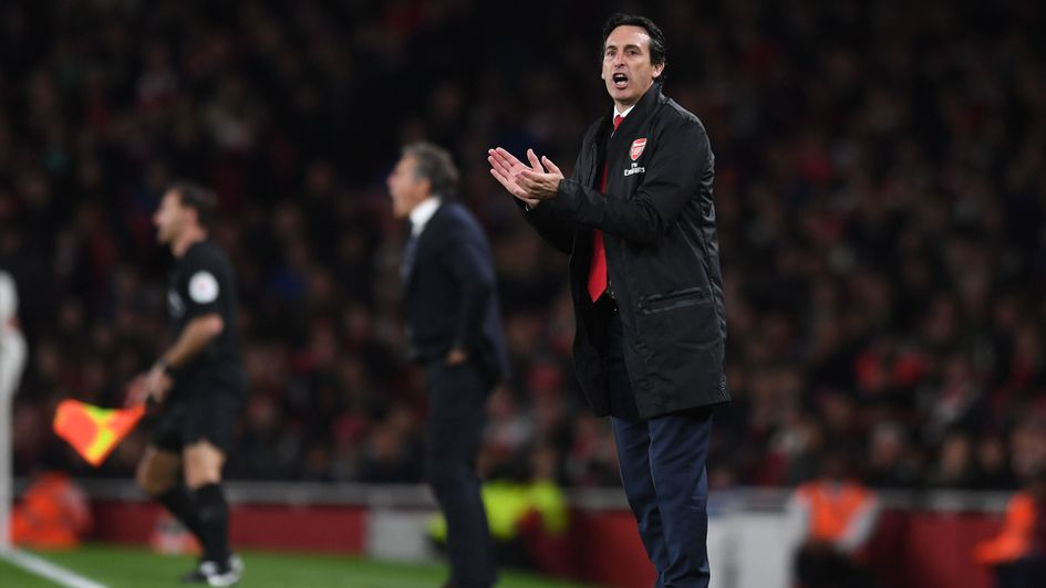 Arsenal manager Unai Emery encourages his team