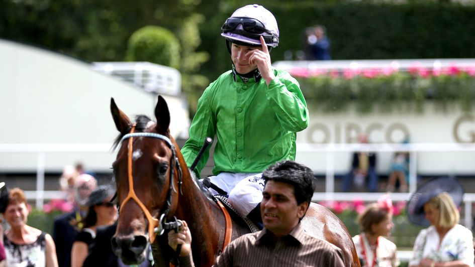 Richard Kingscote celebrates the victory of Arthur Kitt