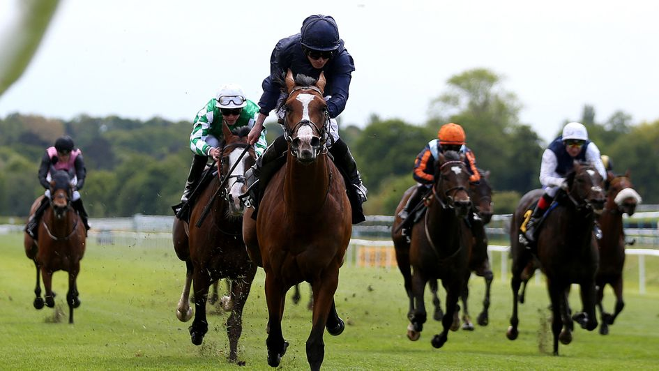 Anthony Van Dyck is clear under Ryan Moore