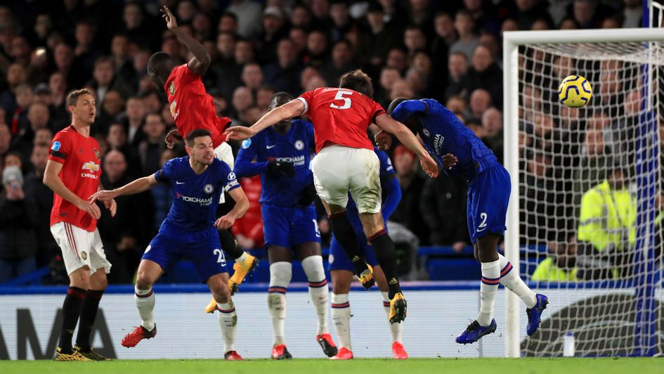 Chelsea 0-2 Manchester United: United close gap on Chelsea