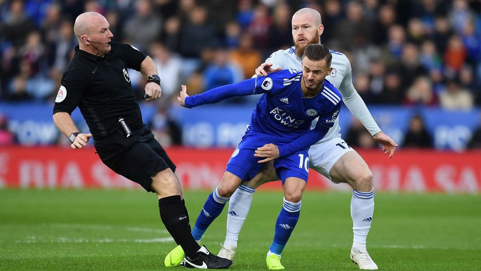 James Maddison and Aron Gunnarsson clash with referee Simon Hooper during Leciester v Cardiff