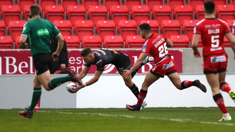 Tommy Makinson scores St Helens' first try against Salford