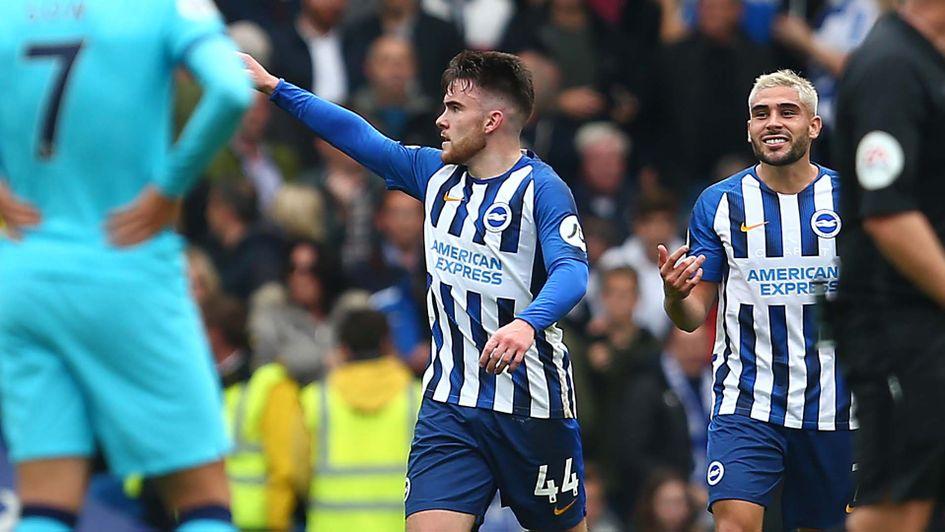 Aaron Connolly, un adolescent de Brighton, célèbre sa victoire contre Tottenham en Premier League