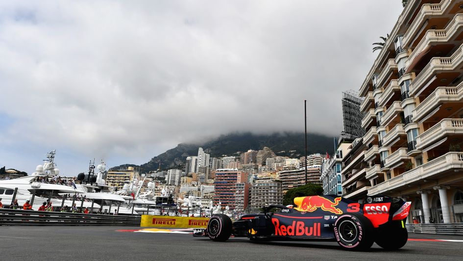 Daniel Ricciardo edges out his team-mate in FP1
