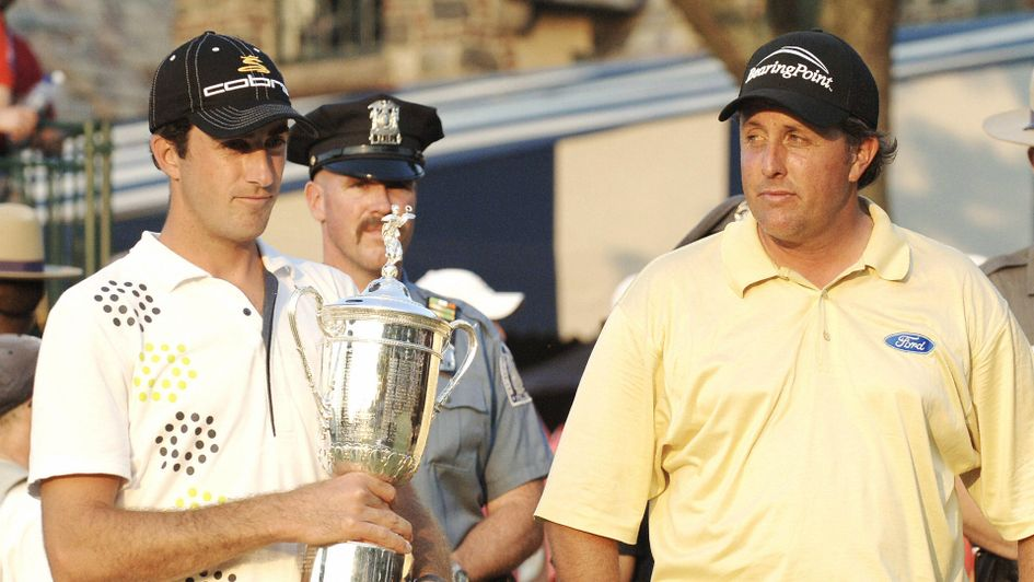 Phil Mickelson glances enviously at Geoff Ogilvy with the US Open trophy