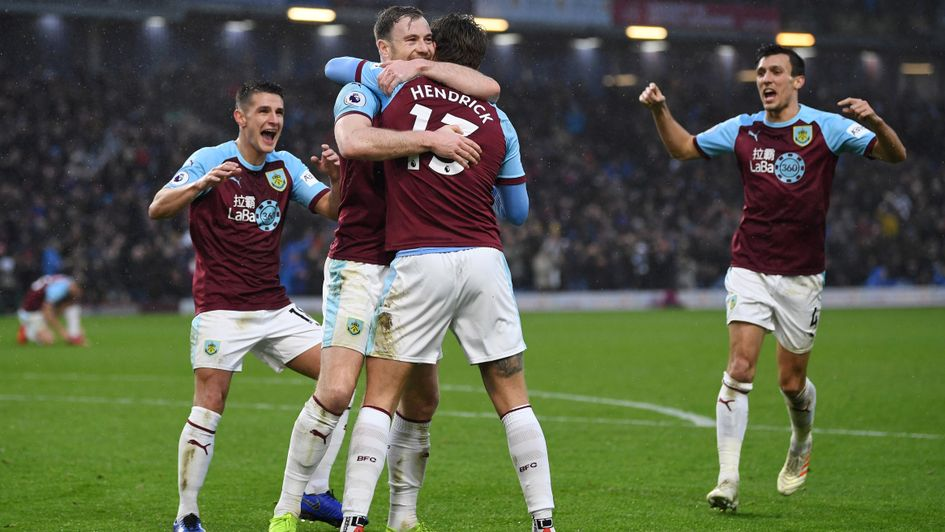 Burnley players celebrate Jeff Hendrick's goal v Fulham