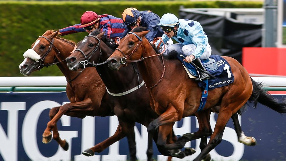Olmedo powers down the outside to win the French 2000 Guineas