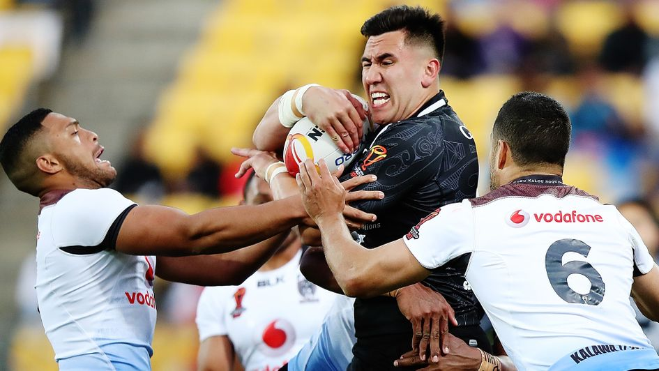 New Zealand's Nelson Asofa-Solomona is held up