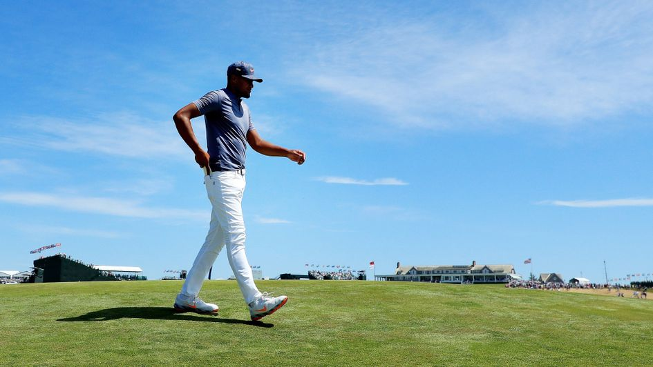 Tony Finau strides his way to a 66
