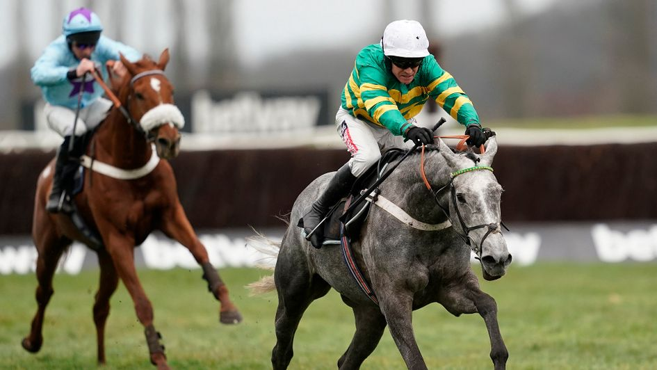Champagne Platinum on his way to victory at Newbury