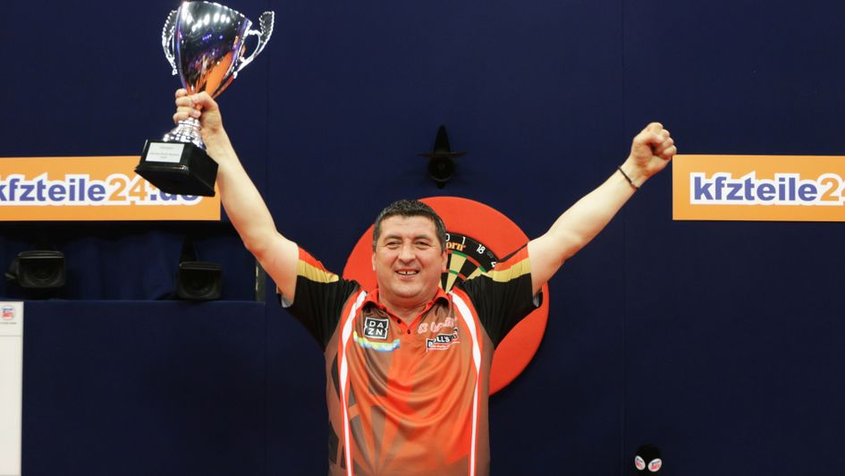 Mensur Suljovic defeated Dimitri van den Bergh in the final (Pic: PDC)
