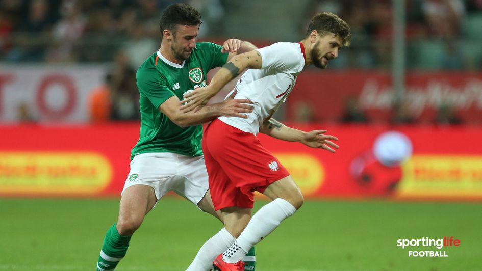 Poland's Mateusz Klich (right) and Republic of Ireland's Enda Stevens battle for the ball