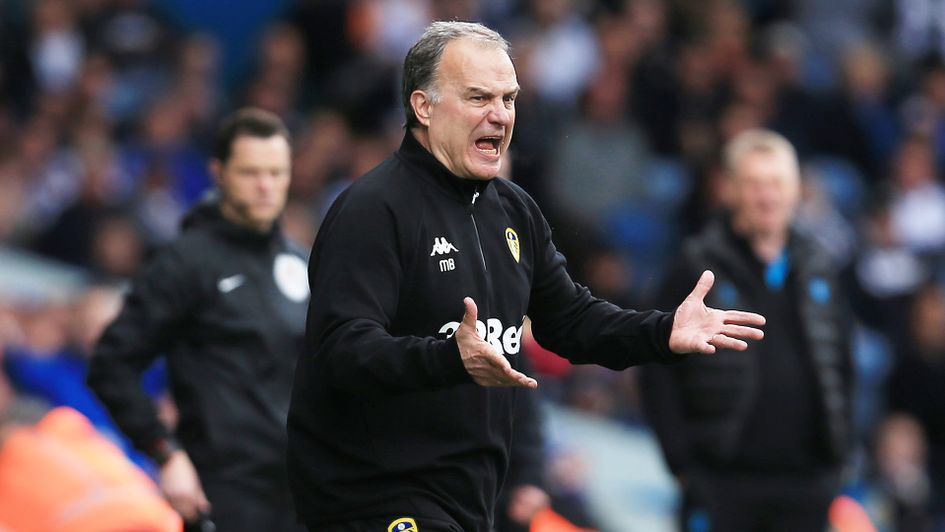 Marcelo Bielsa shouts instructions at his Leeds side
